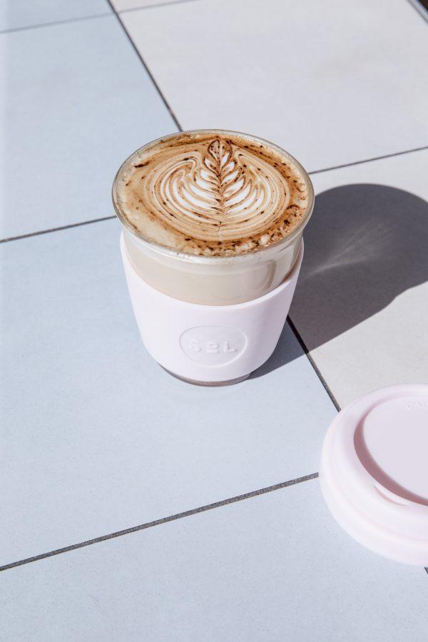 Wiederverwendbarer Kaffeebecher aus Glas