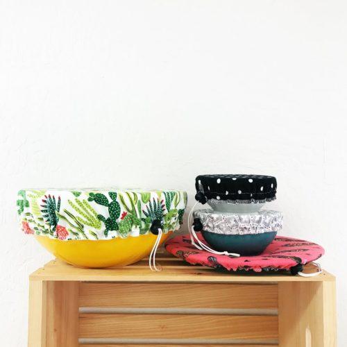 Die waschbaren und wiederverwendbaren Covers für Schüsseln und Teller machen es dir ein Leichtes Einwegfrischhaltefolie aus Plastik in deiner Küche zu ersetzen!